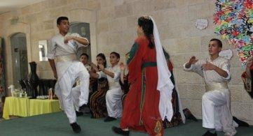 Un groupe de danseurs palestiniens accueilli à Tournai, après le Festival mondial de Folklore de Saint-Ghislain.