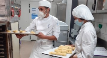 L'IPES Ath se mobilise et confectionne des repas pour Epicura à Ath